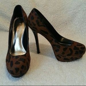 Bakers Leopard print heels sz 7